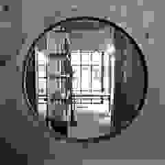 Puertas y ventanas industriales de 喬克諾空間設計 Industrial