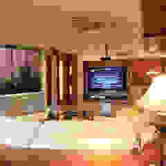 Klassischer Multimedia-Raum von Arq Renny Molina Klassisch