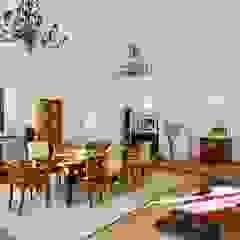 schüller.innenarchitektur Rustic style living room Wood Brown