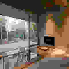 من Mアーキテクツ|高級邸宅 豪邸 注文住宅 別荘建築 LUXURY HOUSES | M-architects حداثي بلاط