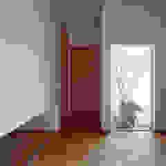 高台に建つ家 モダンな 窓&ドア の toki Architect design office モダン 木 木目調