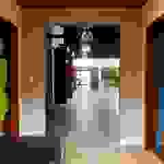 Chácara VB Corredores, halls e escadas campestres por Traçado Estúdio Campestre