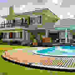 by Maciel e Maira Arquitetos Tropical