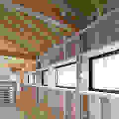 por 伊藤憲吾建築設計事務所 Asiático Madeira Acabamento em madeira