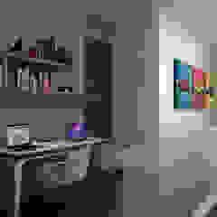 Modern corridor, hallway & stairs by Heftye Arquitectura Modern