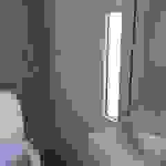 Modern bathroom by Arquitectura Bur Zurita Modern Glass