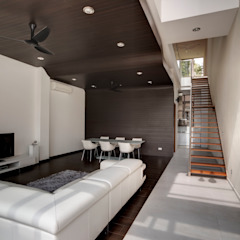 Modern living room by Lim Ai Tiong (LATO) Architects Modern