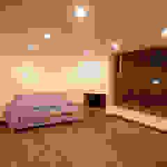 Moderne woonkamers van AMR estudio Modern