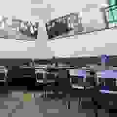 Nolus Cafe (Abu Dhabi, Emiratos Arabes) Salones de eventos de estilo moderno de Alma Light Moderno