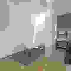 Ruang Ganti Minimalis Oleh núcleo B arquitetos Minimalis