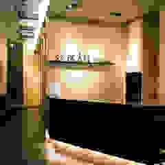 Corredores, halls e escadas modernos por 沐築空間設計 Moderno