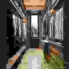 Спальня DE CHALET HOUSE Гардеробная в стиле кантри от Компания архитекторов Латышевых 'Мечты сбываются' Кантри