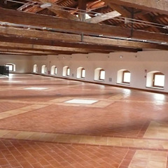 Handcrafted terracotta flooring: Padania historic floors 지중해 스타일 박물관 by Terrecotte Europe 지중해 타일