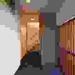 by 設計事務所アーキプレイス Industrial Wood Wood effect
