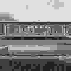 de ArqClub - Studio de Arquitetura Minimalista Madera Acabado en madera
