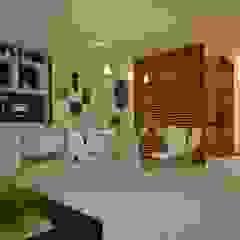 Tropical style kitchen by DECEM ARQUITETURA E PLANEJAMENTO Tropical Wood Wood effect
