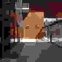 Moderner Flur, Diele & Treppenhaus von TEKTON architekten Modern