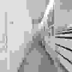 CASA AV Spogliatoio moderno di De Vivo Home Design Moderno