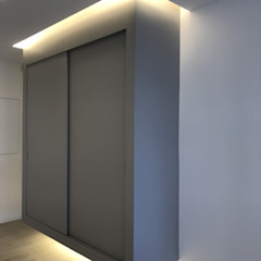 ULA architects Modern corridor, hallway & stairs