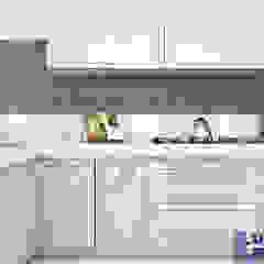 Sala de estar, jantar e cozinha integrados - EeP por Luiza Broch Arquitetura e Design Clássico