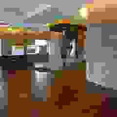 Corredores, halls e escadas clássicos por Shine Star Flooring Clássico