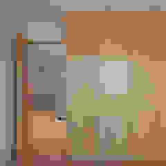 Casa em Miramar Closets minimalistas por e 348 arquitectura Minimalista