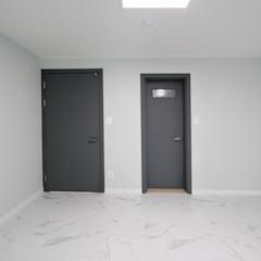 Modern style doors by 한 인테리어 디자인 Modern