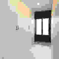 Modern corridor, hallway & stairs by 한 인테리어 디자인 Modern