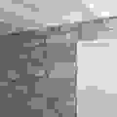 Reabilitação de Moradia - Foz Porto Corredores, halls e escadas rústicos por Drevo - Wood Solutions Lda Rústico