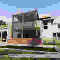 Balkon, Beranda & Teras Modern Oleh Property Commerce Architects Modern