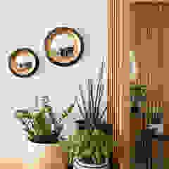 Julie Chatelain Salas de estilo moderno