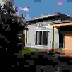 by 及川敦子建築設計室/ATSUKO-OIKAWA Architects Studio Scandinavian Wood Wood effect