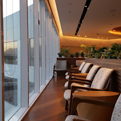 Design Nationalization Consulting and Project Management for International Lounge Design من TC Arquitetura por Tereza Costa إستوائي خشب متين Multicolored