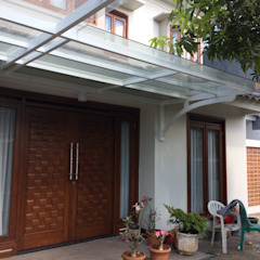Arcamanik House Balkon, Beranda & Teras Modern Oleh Kahuripan Architect Modern Kayu Wood effect