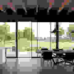 villa Lelystad Landelijke eetkamers van STAAG architecten Landelijk Hout Hout