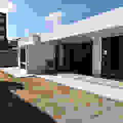 閉鎖的で開放的な家 モダンな庭 の Style Create モダン 鉄筋コンクリート