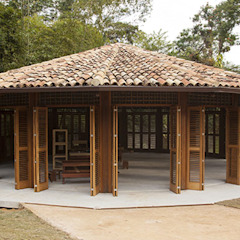 by Flavia Machado Arquitetura Tropical لکڑی Wood effect