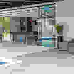 인더스트리얼 수영장 by Metrik Design - Arquitetura e Interiores 인더스트리얼