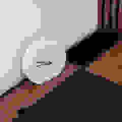 Służbowy apartament w Jarosławiu Rustykalny salon od Viva Design - projektowanie wnętrz Rustykalny Płyta wiórowa