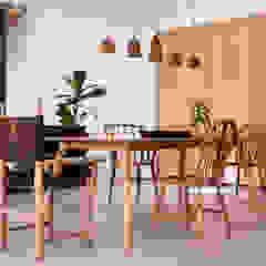 Project: Volstruis Ave, Yzerfontein Eclectic style dining room by de Beyer Design Studio Eclectic