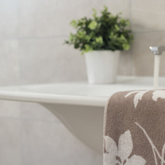 Salle de bain moderne par Boite Maison Moderne