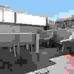 Goian Modern balcony, veranda & terrace