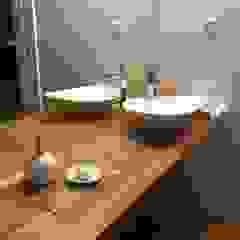 Fernando carvalho BathroomDecoration Solid Wood Wood effect