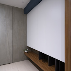 Pasillos, vestíbulos y escaleras escandinavos de Moooi Design 驀翊設計 Escandinavo