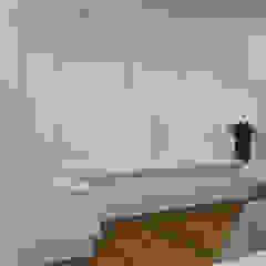 Projeto Dormitório Com Suíte e Closet por Thaiad Pinna -Studio de Arquitetura e Interiores Moderno Madeira Efeito de madeira