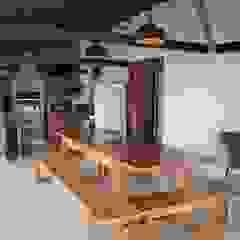 by Ativo Arquitetura e Consultoria Rustic Solid Wood Multicolored