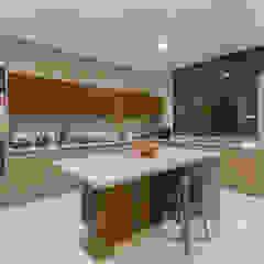 Loyola Arquitectos Modern Kitchen