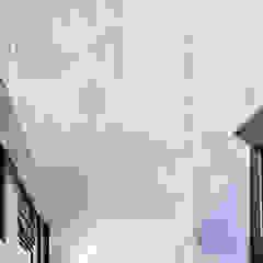 Rumah Bukit Ligar, Bandung Dinding & Lantai Gaya Industrial Oleh RHBW Industrial