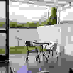 Industrial style balcony, veranda & terrace by RHBW Industrial