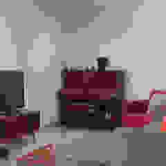 Rumah Bukit Ligar, Bandung Ruang Keluarga Gaya Industrial Oleh RHBW Industrial